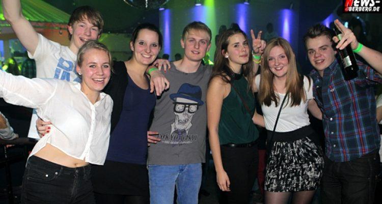 YELLOW.NEWS-Oberberg.de: Stufenparty ´Aint no stressin´ der Q1 Gymnasien Moltkestrasse und Grotebach stark besucht @Oberbergs Kult Disco. Die BILDER des Abends vom Fr. 30.11.2012