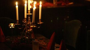 Valentinstag muss romantisch sein. Der Kerzenschein darf da nicht fehlen!