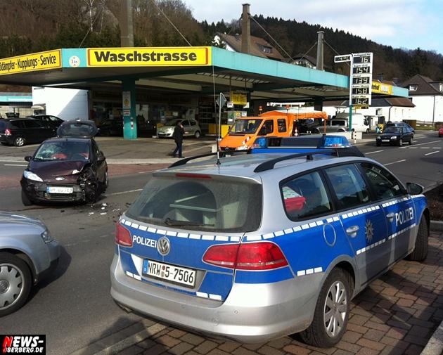 bergneustadt_unfall_tankstelle_waschstrasse_hause_koelnerstrasse_ntoi_wiedenestsstrasse_01