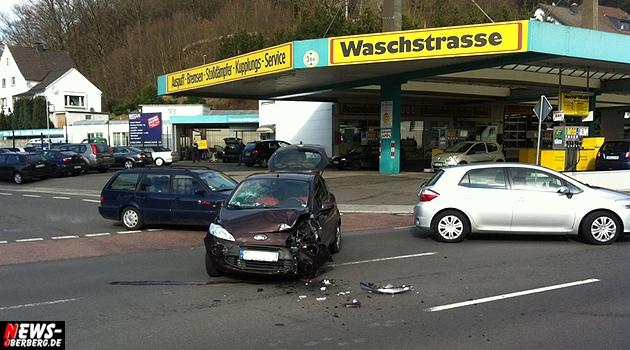 bergneustadt_unfall_tankstelle_waschstrasse_hause_koelnerstrasse_ntoi_wiedenestsstrasse_03
