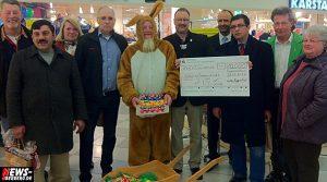 10.000 Euro Spende: Osterhase Walter Kopperberg hatte dicken Scheck für die Non-Hodgkin-Lymphome Hilfe NRW dabei