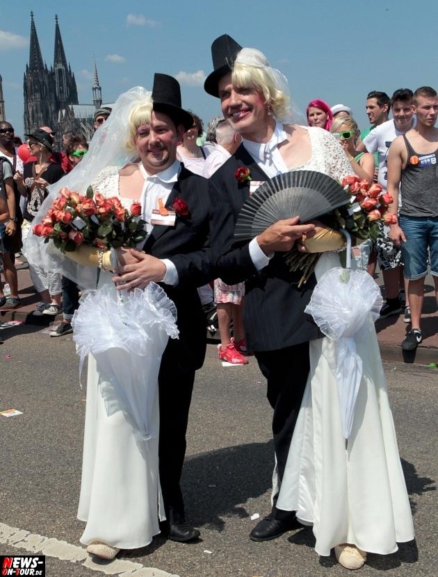 csd-2013_colognepride_koeln_deutzer-bruecke_ntoi_klust_gay_lesbian_parade_03