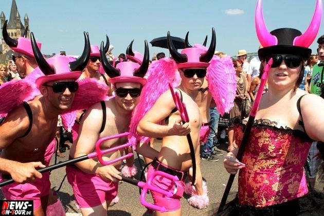 csd-2013_colognepride_koeln_deutzer-bruecke_ntoi_klust_gay_lesbian_parade_17