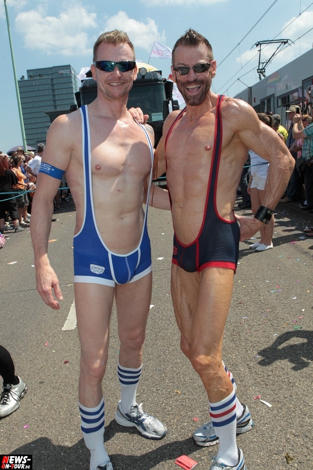 csd-2013_colognepride_koeln_deutzer-bruecke_ntoi_klust_gay_lesbian_parade_27