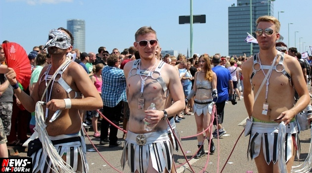 csd-2013_colognepride_koeln_deutzer-bruecke_ntoi_klust_gay_lesbian_parade_31