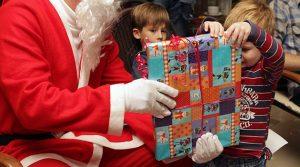 Studentenjobs in der Weihnachtszeit: Nikolaus, Weihnachtsmann und Christkind