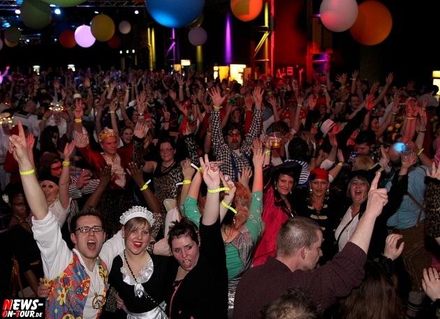 karneval-in-gummersbach_ntoi_weiberfastnacht_2014_halle32_02.jpg