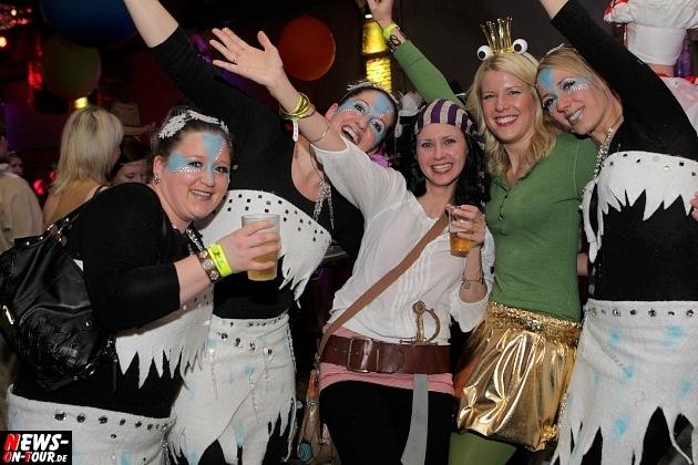karneval-in-gummersbach_ntoi_weiberfastnacht_2014_halle32_05.jpg