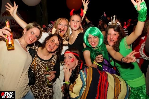 karneval-in-gummersbach_ntoi_weiberfastnacht_2014_halle32_08.jpg