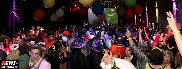 karneval-in-gummersbach_ntoi_weiberfastnacht_2014_halle32_09.jpg