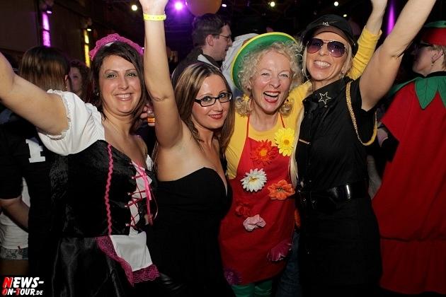 karneval-in-gummersbach_ntoi_weiberfastnacht_2014_halle32_10.jpg