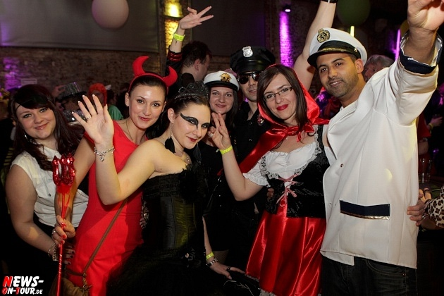 karneval-in-gummersbach_ntoi_weiberfastnacht_2014_halle32_15.jpg