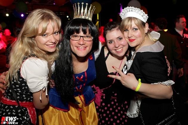 karneval-in-gummersbach_ntoi_weiberfastnacht_2014_halle32_16.jpg