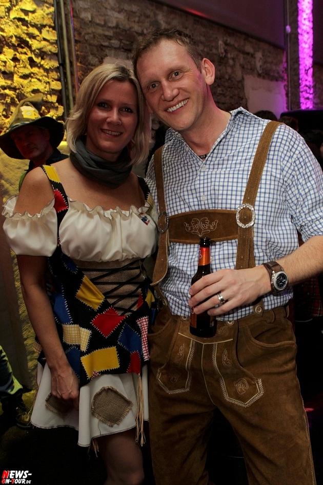 karneval-in-gummersbach_ntoi_weiberfastnacht_2014_halle32_17.jpg