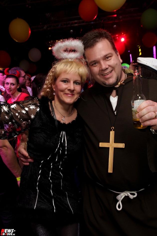 karneval-in-gummersbach_ntoi_weiberfastnacht_2014_halle32_19.jpg