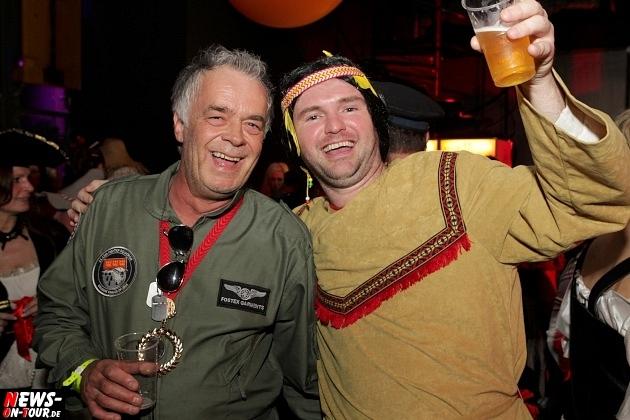karneval-in-gummersbach_ntoi_weiberfastnacht_2014_halle32_20.jpg