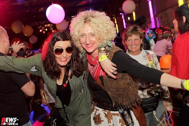 karneval-in-gummersbach_ntoi_weiberfastnacht_2014_halle32_22.jpg