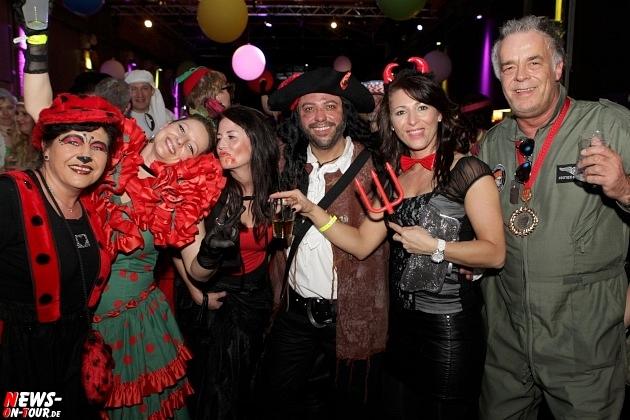 karneval-in-gummersbach_ntoi_weiberfastnacht_2014_halle32_26.jpg