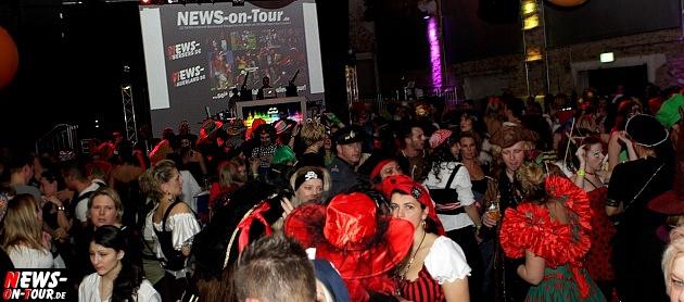 karneval-in-gummersbach_ntoi_weiberfastnacht_2014_halle32_28.jpg