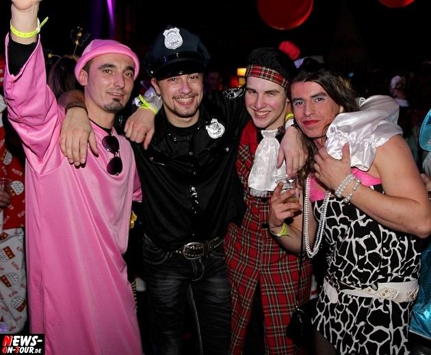 karneval-in-gummersbach_ntoi_weiberfastnacht_2014_halle32_40.jpg