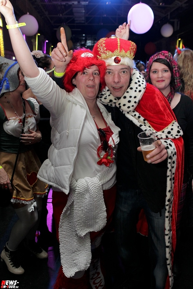 karneval-in-gummersbach_ntoi_weiberfastnacht_2014_halle32_41.jpg