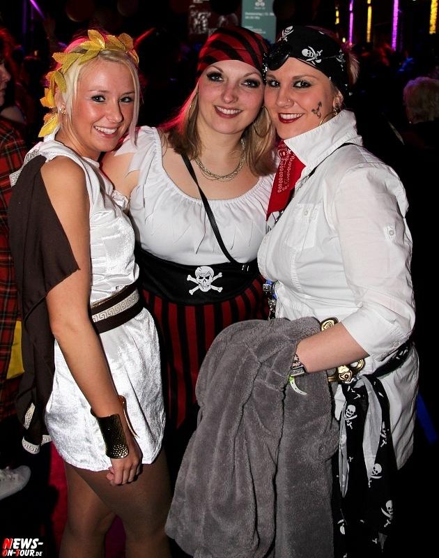 karneval-in-gummersbach_ntoi_weiberfastnacht_2014_halle32_45.jpg