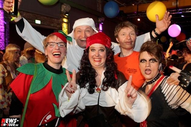 karneval-in-gummersbach_ntoi_weiberfastnacht_2014_halle32_46.jpg