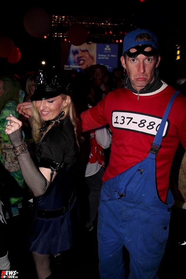 karneval-in-gummersbach_ntoi_weiberfastnacht_2014_halle32_50.jpg