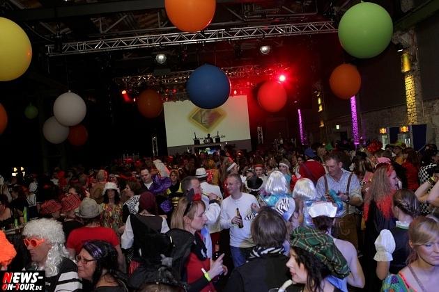 karneval-in-gummersbach_ntoi_weiberfastnacht_2014_halle32_52.jpg