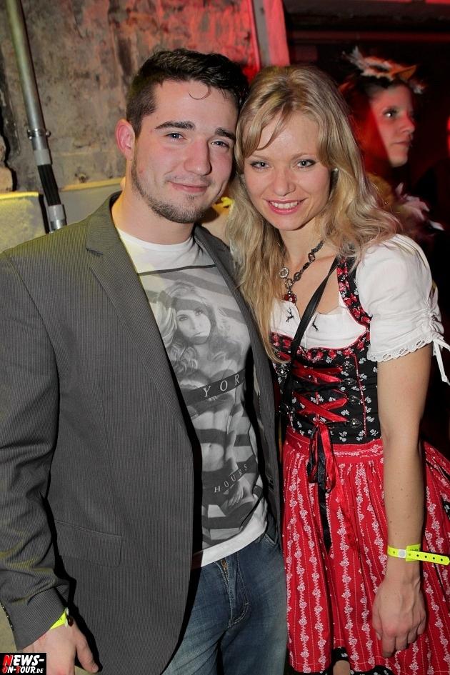 karneval-in-gummersbach_ntoi_weiberfastnacht_2014_halle32_58.jpg