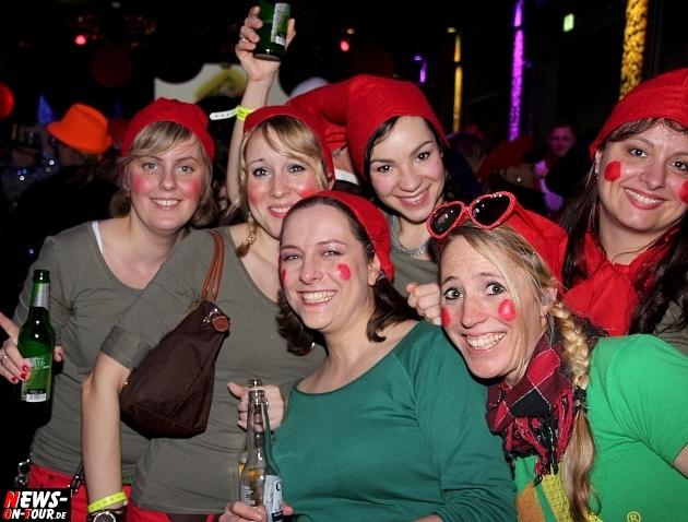 karneval-in-gummersbach_ntoi_weiberfastnacht_2014_halle32_60.jpg