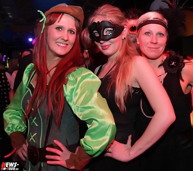 ue-30-karnevalsparty_halle32_2014_03_01_ntoi_03.jpg