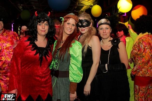 ue-30-karnevalsparty_halle32_2014_03_01_ntoi_21.jpg