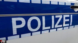 Lindlar Unfall: Motorrad gegen Hund! Zwei Personen verletzt, Hund tot