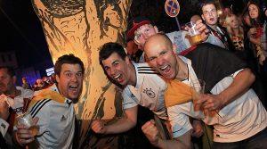 Deutschland ist Weltmeister!! Tolle Bilder von der Fanmeile Gummersbach |  Emotions + Autocorso | + HD Video