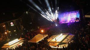 13. Rathaus Platz Open Air gut besucht! Bergneustadts Musikevent des Jahres wurde vom Regen verschont