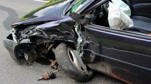 Gummersbach Unfall: Zwei Verletzte und hoher Sachschaden. Auf die Gegenspur geraten!