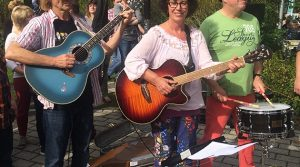 Bergneustadt: Herbstzauber lockte Tausende in die City | Bonus: Cup Song Flashmob (Video)