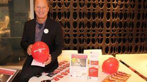 Leukämie Carlos (2): Hausmeister Krause & Friends und Natuzzi-Flagship Store Köln suchten Spender und Spenden beim Christmas Shopping Event