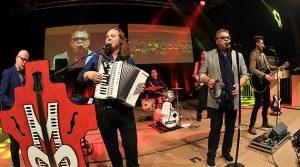 Die Micky Brühl Band rockte die Halle 32! Bernd Stelter heizte die PS-Auslosung in Gummersbach vor
