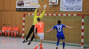 Bundenzauber Derschlag 2015 | Oberligist TuS Erndtebrück siegt erneut! Alle Ergebnisse des Hallenturnier Fussball-Klassikers