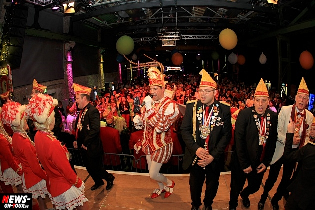 halle32_ue30-party_ntoi_karneval-im-gummersbach_2015_fastelove_12.jpg