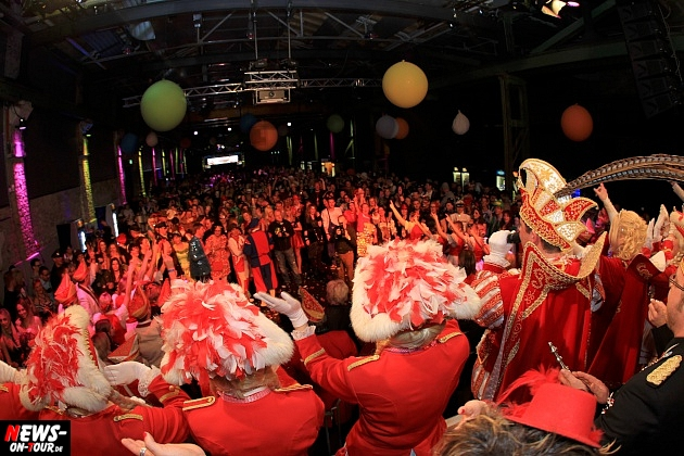 halle32_ue30-party_ntoi_karneval-im-gummersbach_2015_fastelove_16.jpg