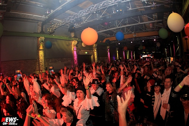 halle32_ue30-party_ntoi_karneval-im-gummersbach_2015_fastelove_24.jpg