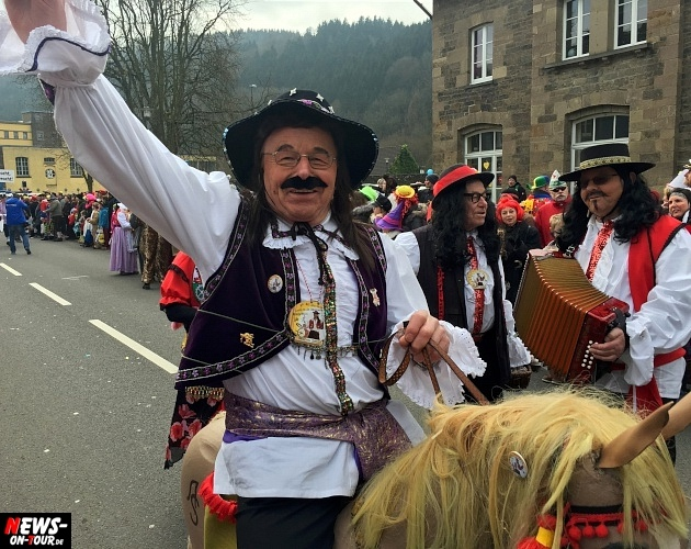 rosenmontagszug-engelskirchen-2015_ntoi_fastelove_karneval_14.jpg