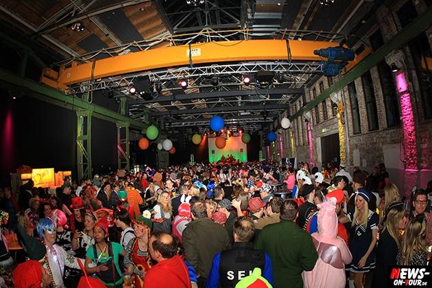 weiberfastnacht_2015_ntoi_halle32_05_karneval_oberberg