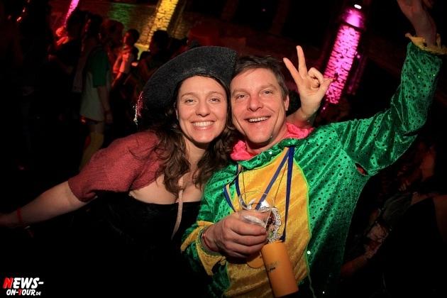 weiberfastnacht_2015_ntoi_halle32_14_karneval_oberberg