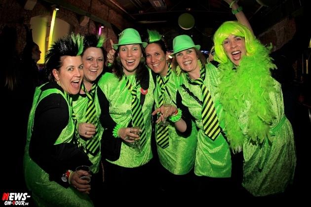 weiberfastnacht_2015_ntoi_halle32_15_karneval_oberberg