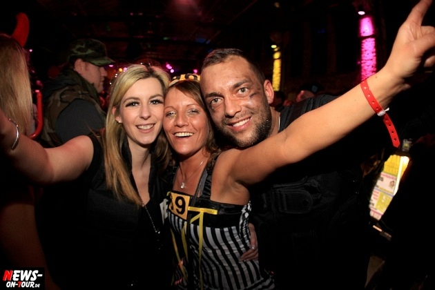weiberfastnacht_2015_ntoi_halle32_40_karneval_oberberg