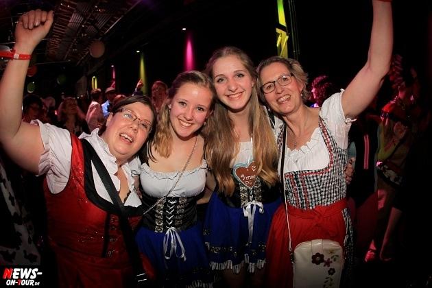 weiberfastnacht_2015_ntoi_halle32_44_karneval_oberberg